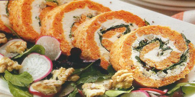 Rollo de pimentón, queso y verduras