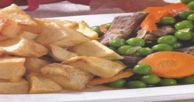 arvejado de carne con papas fritas