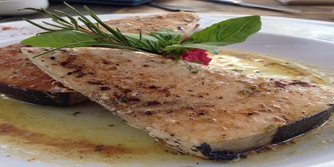 Albacora al horno con salsa de mantequilla