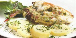 Pechugas de pollo rellenas con queso y tomates