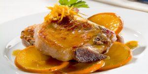 Chuletas de cerdo en salsa de naranjas