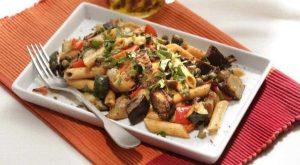 Ensalada de pasta y verduras asadas