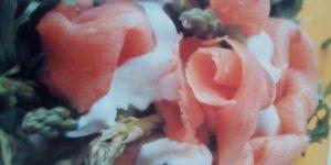 Ensalada de espárragos y salmón ahumado