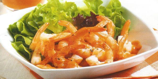 Ensalada de camarones con salsa