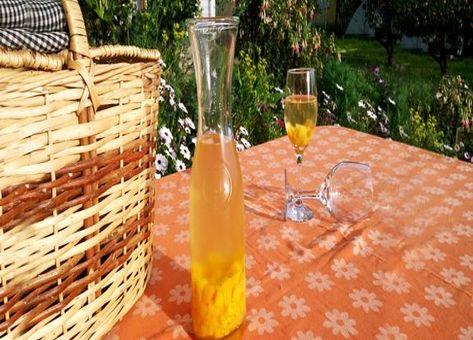 Ponche de vino y duraznos o duraznos al vino